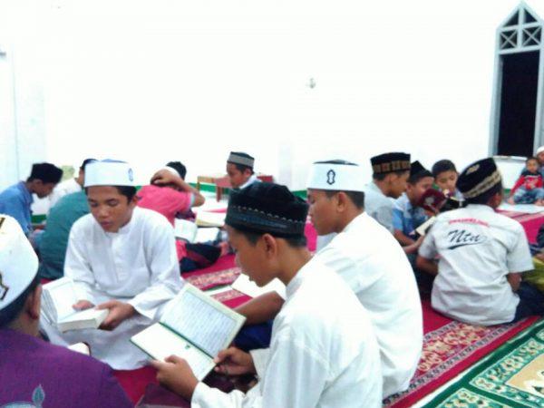 4 Tahapan Menuju Nikmatnya Tilawah (Membaca Al-Qur'an)