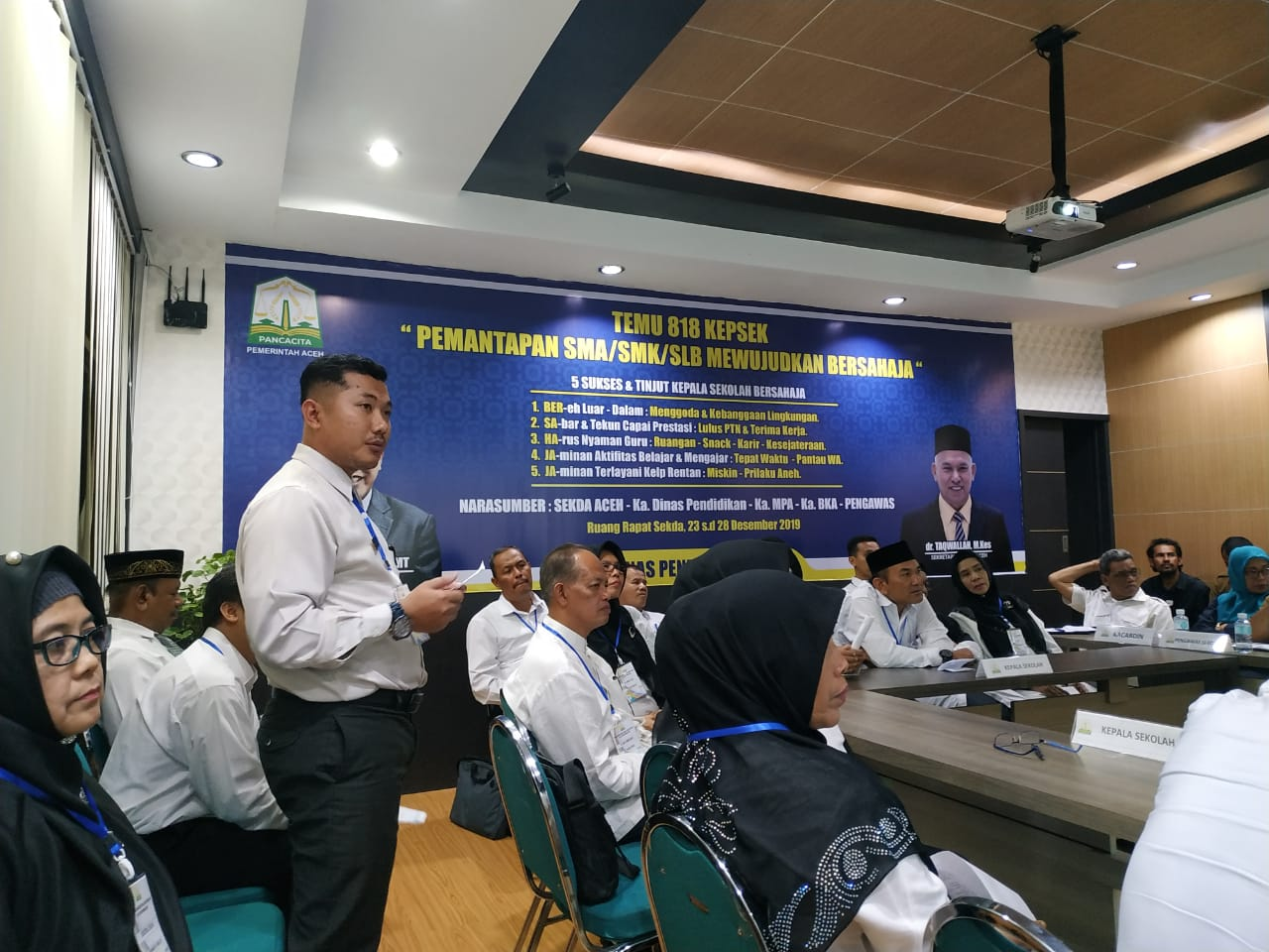 Kepala SMA Plus Al Athiyah Banda Aceh Mempresentasi Program Sekolah Di Depan Sekda Aceh
